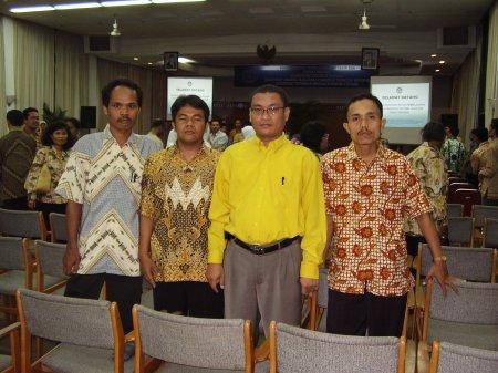 Bersama teman-teman satu Provinsi pada kegiatan Workshop Inovasi Pembelajaran 2006 di Wisma Kinasih, Bogor