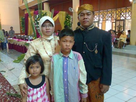 Dengan Keluarga Tercinta