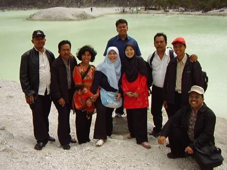 Di Kawah Putih, bersama teman-teman pada Kegiatan Workshop Gupres di Bandung