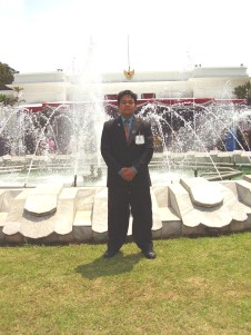 Didepan Istana Merdeka, setelah mengikuti Upacara detik-detik Proklamasi 17 Agustus 2006